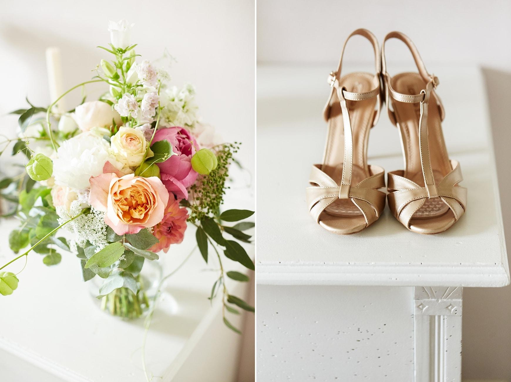 Ein Hochzeitsstrauß in den Farben Apricot und Rosa