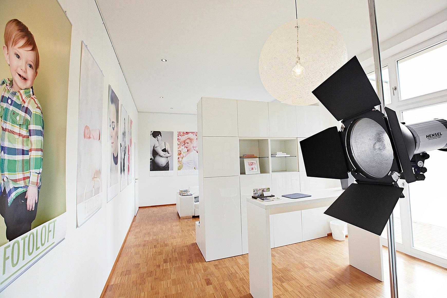 Ein heller Eingangsbereich von einem Fotostudio in Leipzig