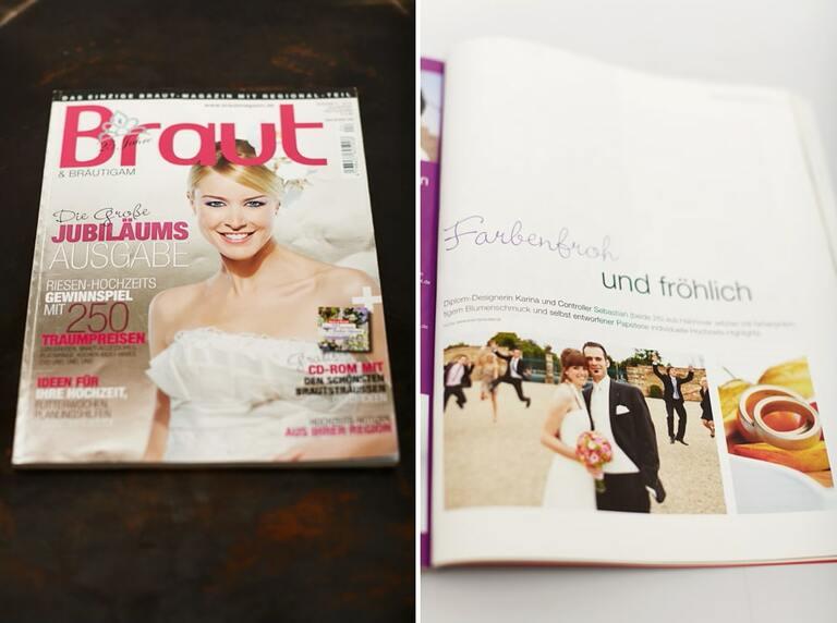Die Brautzeitung auf einer dunklen Fläche liegend