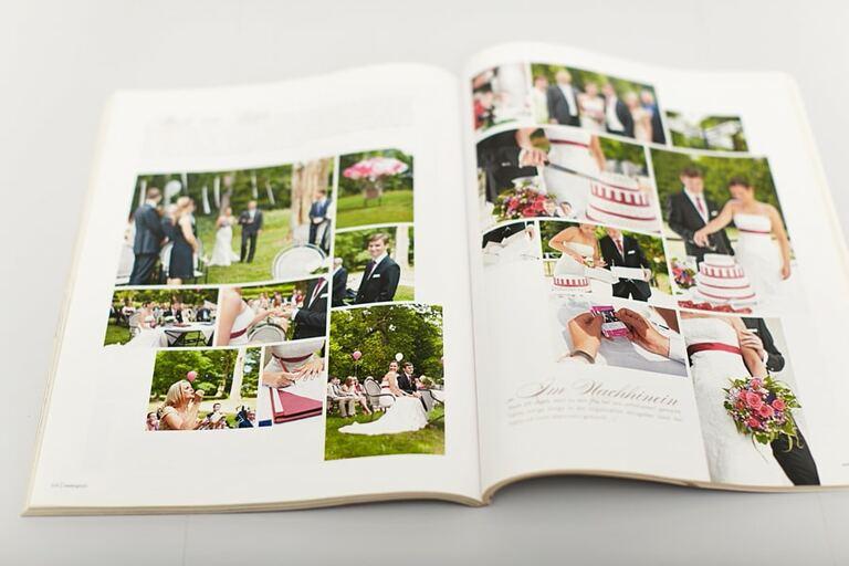 Eine Hochzeitsreportage von der Firma Kai und Kristin Fotografie in einer aufgeschlagenen Zeitung