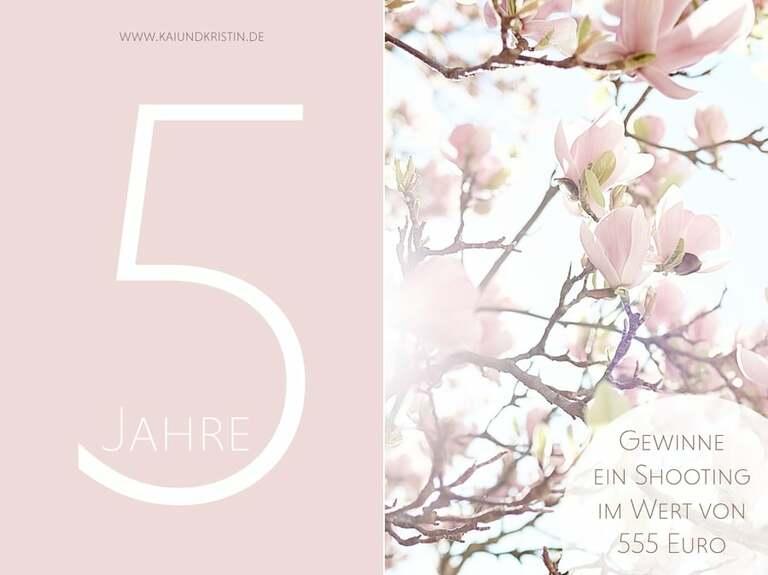Ein Foto mit einer Fünf und Rosa Blüten als Werbeaktion des Fotograf in Leipzig