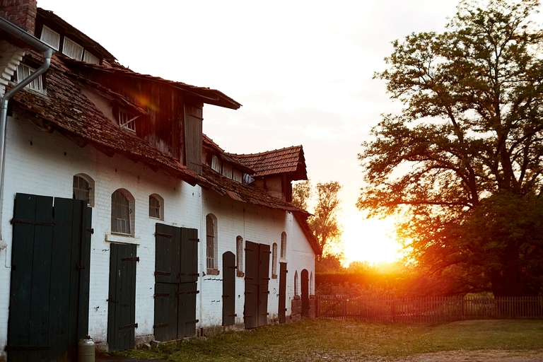Das Rittergut Besenhausen in der Abenddämmerung