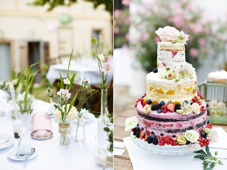Eine Hochzeitstorte mit frischen Beeren