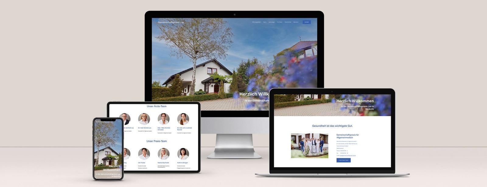 Ein iMac, ein MacBook, ein iPad und ein iPhone mit einer Webseite einer Arztpraxis